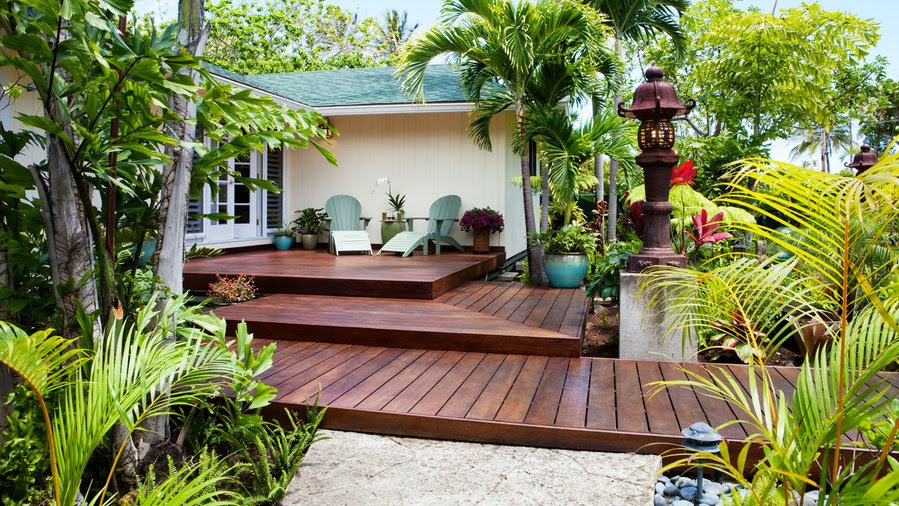 Welcoming front-yard deck