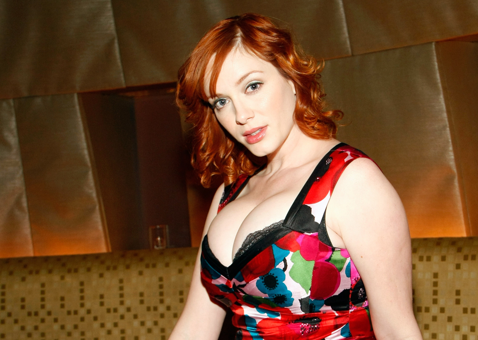 Christina Hendricks Body Measurements & Learn How to Look Perfect for summer 2021