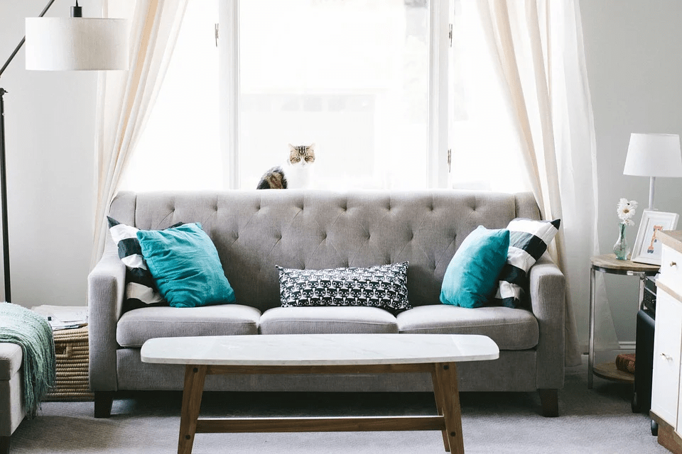 Ways to Decorate Your Home With Throw Pillows