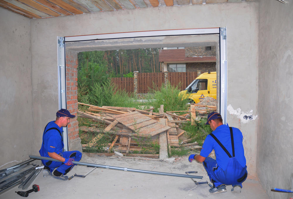 Signs That You Need to Go For Garage Door Repairs