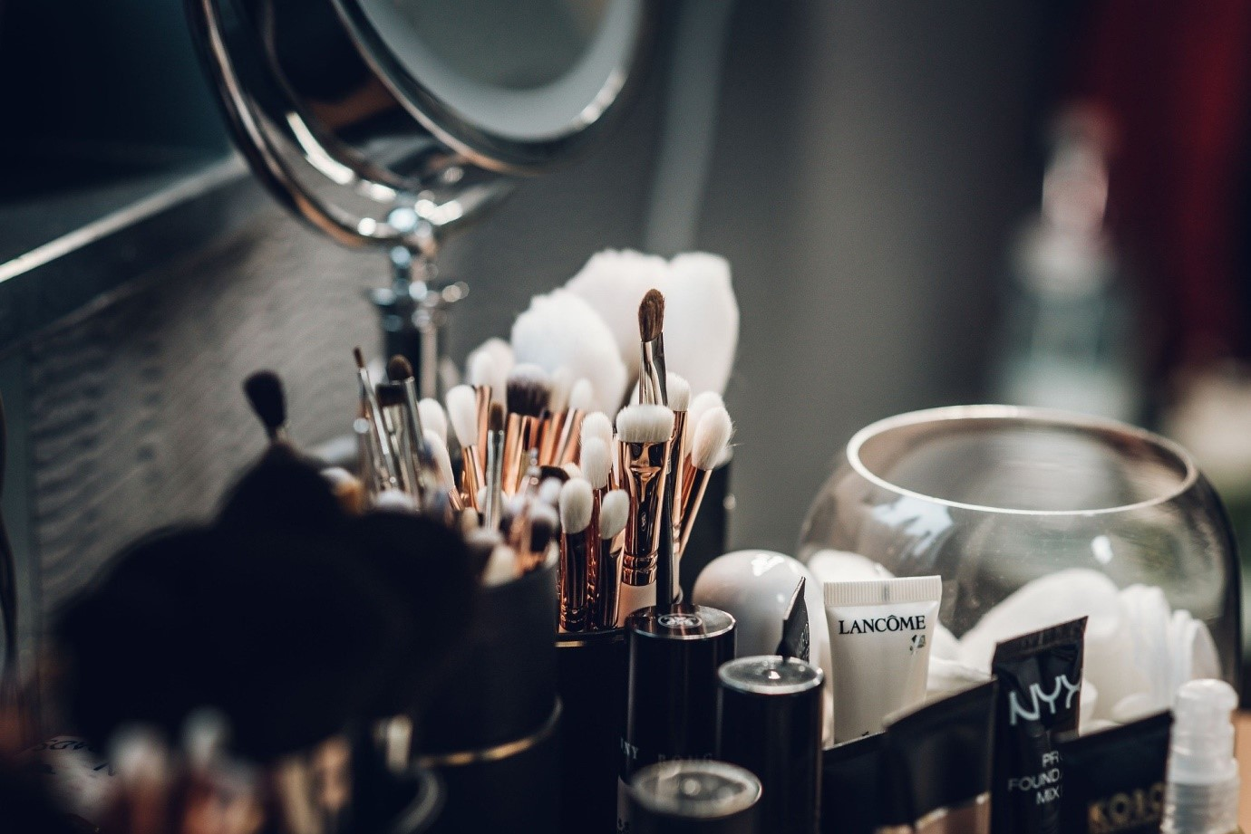 5 Ways to Attract Makeup Influencers for Collaboration Online
