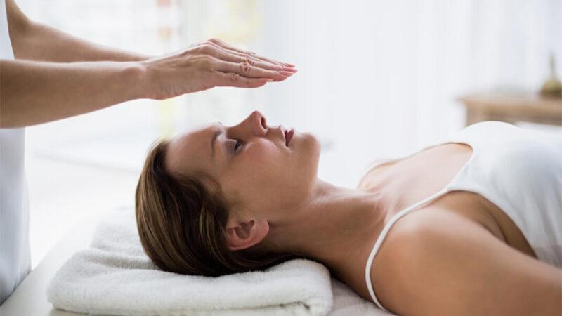 How Reiki Energy Healing Works & Health Benefits of Reiki