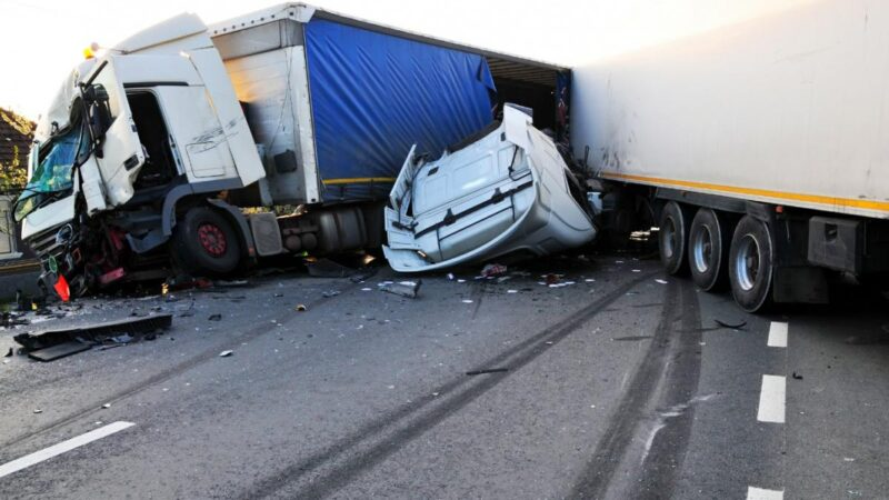 Why It's Worth Hiring A Truck Accident Attorney